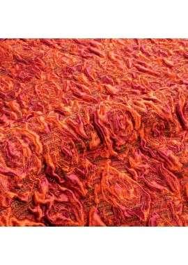 Brocado floral en tonos cálidos