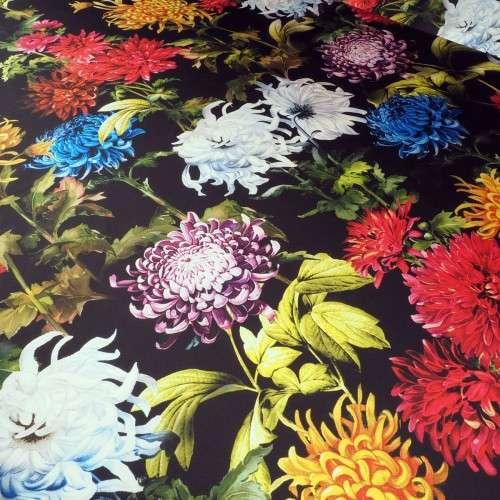 Estampado floral en fondo negro
